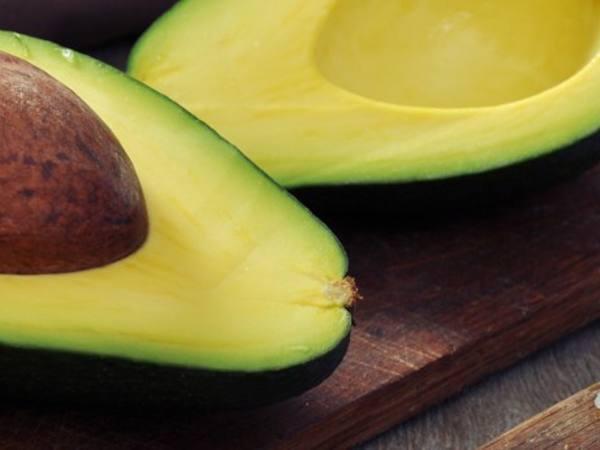 Photo: Halved Avocados