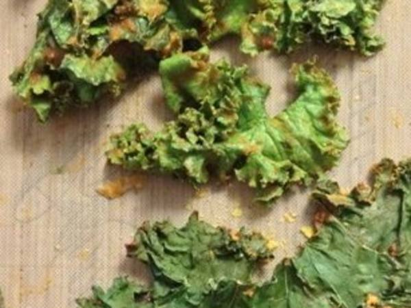 Kale Chips (Plain & Cheezy)