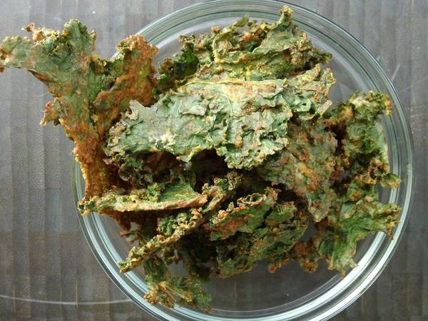 Photo: Spicy Cheesy Kale Chips