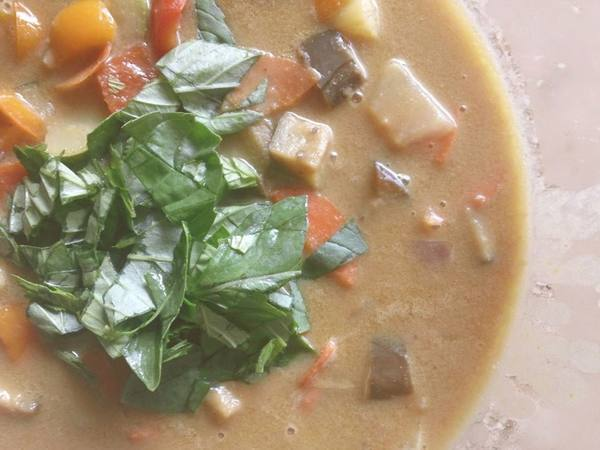 Thai Coconut Curry Down To Earth Organic And Natural