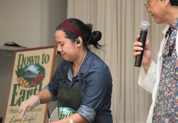 Photo: Dr. Shintani Speaks at a Cooking Class