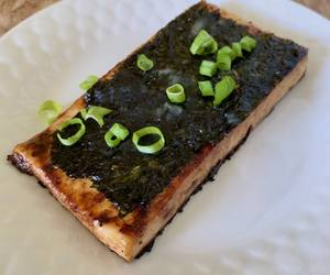 Photo: Sauteed tofu cutlet with nori sheet and green onions on top