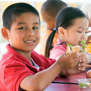 Photo: Kids Eating Lunch in School